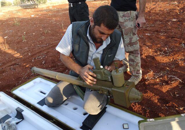 Jihadista monta lanciarazzi portatile FN-6 vicino Aleppo