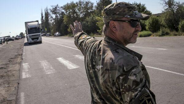 Nazionalista ucraino vicino al confine con la Crimea, regione di Kherson - Sputnik Italia