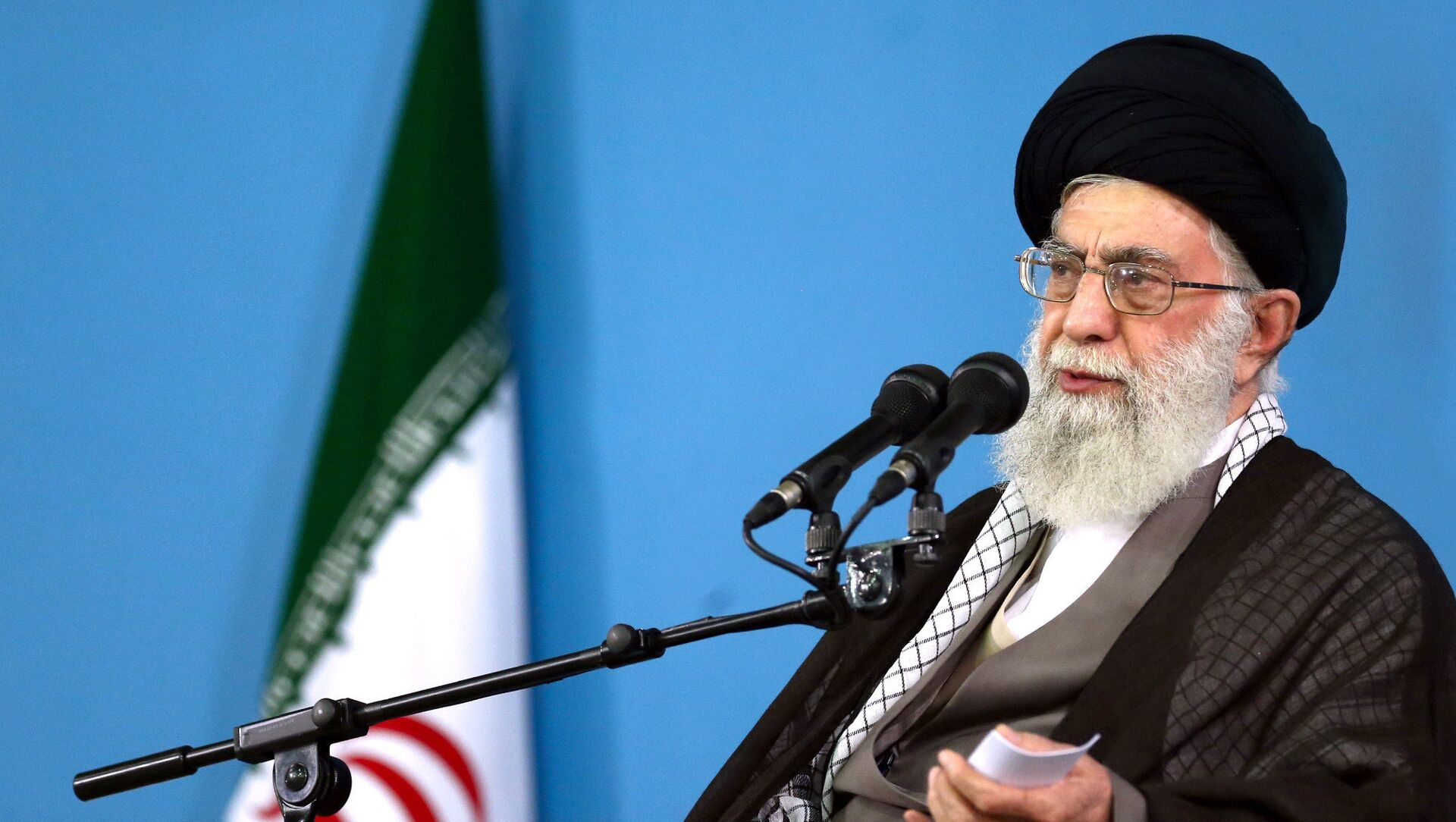 In this picture released by the official website of the office of the Iranian supreme leader, Supreme Leader Ayatollah Ali Khamenei delivers a speech during a meeting in Tehran, Wednesday, Sept. 9, 2015 - Sputnik Italia, 1920, 07.02.2021