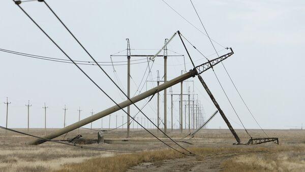 Danni ai tralicci dell'alta tensione a Kherson - Crimea, Energia, Russia - Sputnik Italia