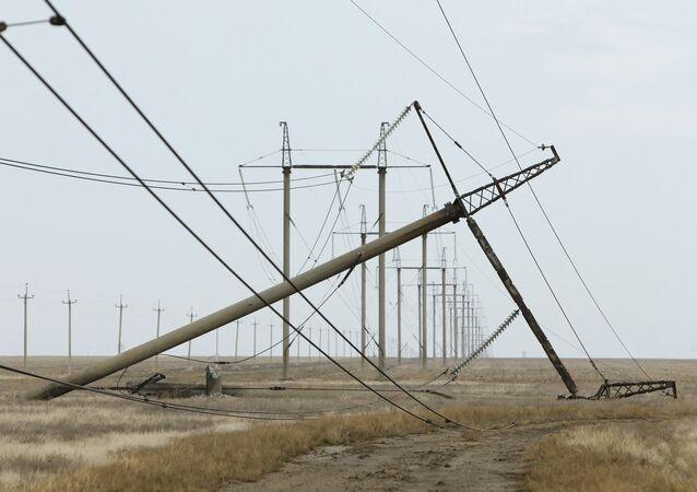 Danni ai tralicci dell'alta tensione a Kherson - Crimea, Energia, Russia