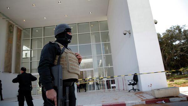 Policemen guard the entrance of the Bardo museum in Tunis, Tunisia - Sputnik Italia