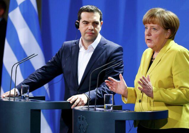 Merkel e Tsipras (foto d'archivio)