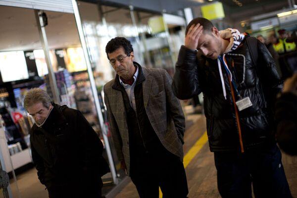 Parenti delle vittime all'aeroporto di Barcelona - Sputnik Italia
