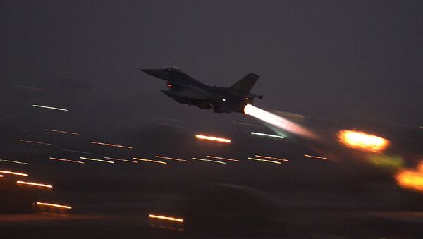 In this image provided by the U.S. Air Force, an F-16 Fighting Falcon takes off from Incirlik Air Base, Turkey, as the U.S. on Wednesday, Aug. 12, 2015, launched its first airstrikes by Turkey-based F-16 fighter jets against Islamic State targets in Syria - Sputnik Italia