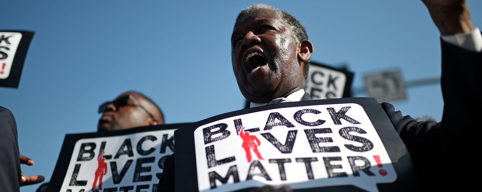 Uno dei partecipanti alla manifestazione Black Lives Matter - Sputnik Italia, 1920, 12.11.2020