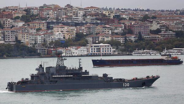 Nave militare russa nel Bosforo - Sputnik Italia