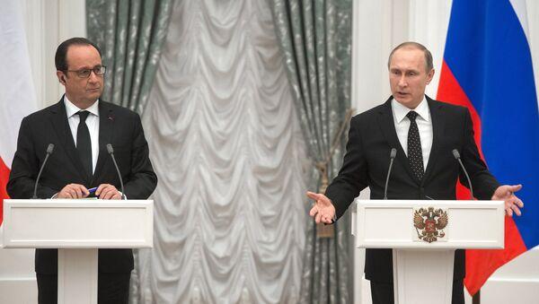 Il presidente francese Francois Hollande e il presidente russo Vladimir Putin - Sputnik Italia