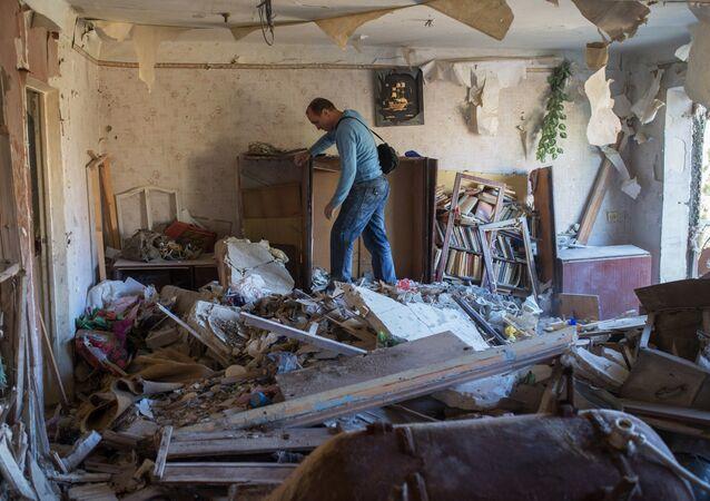 Danni dei bombardamenti ucraini nel Donbass