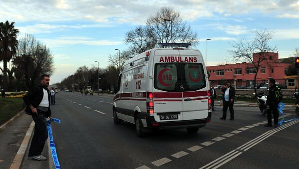 An ambulance drives to Istanbul Police department headquarters , on April 1, 2015 in Istanbul - Sputnik Italia