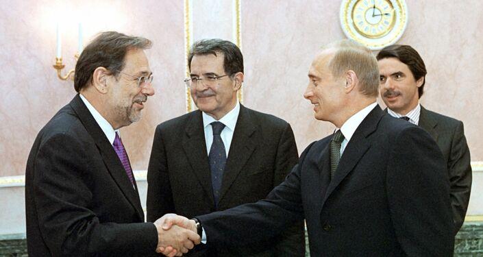 2002, l'allora presidente della Commissione Europea Romano Prodi incontra il presidente russo Putin nel IX summit congiunto Russia-UE