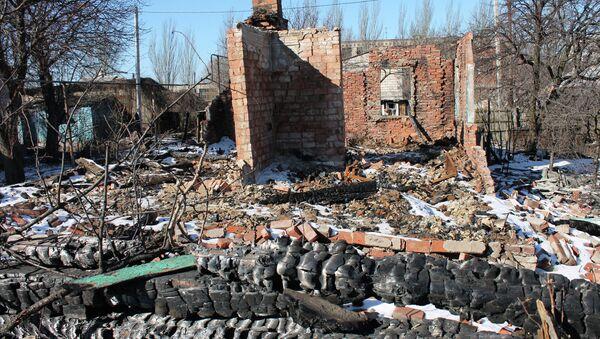 Case distrutte a Gorlovka, Donbass - Sputnik Italia