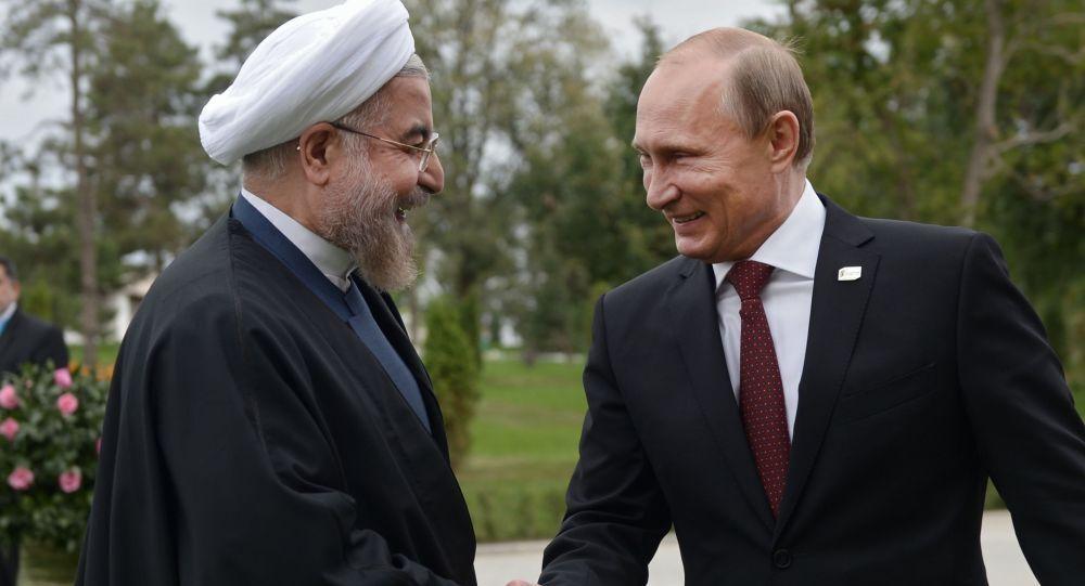 Vladimir Putin e il presidente iraniano Hassan Rouhani