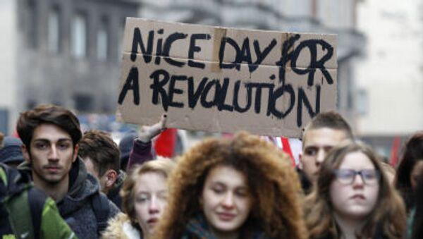 Итальянские студенты на всеобщей забастовке в Милане - Sputnik Italia