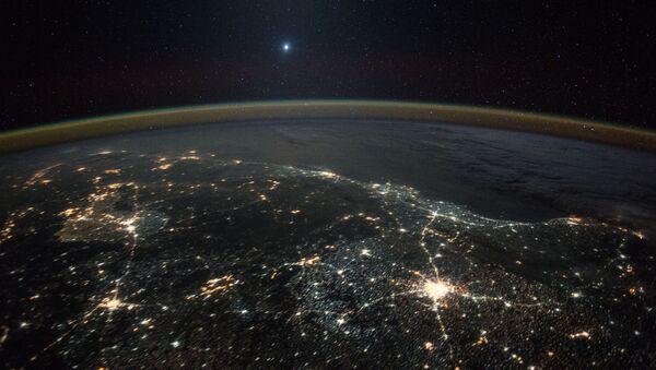 Venere in lontananza visto dalla Stazione Spaziale Internazionale - Sputnik Italia