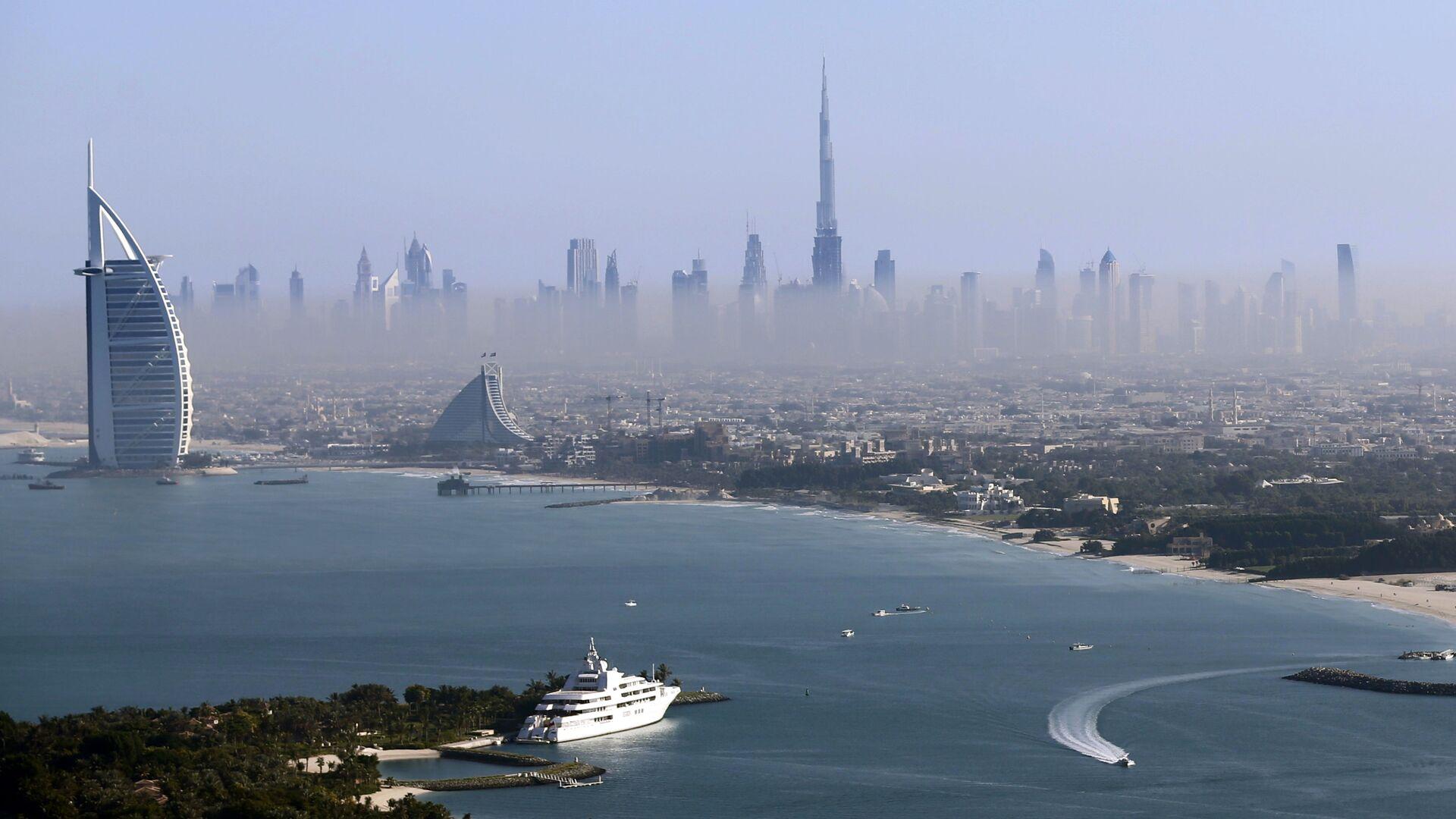 Вид на самую высокую башню в мире Бурдж-Халифа в Дубае, ОАЭ - Sputnik Italia, 1920, 22.06.2021
