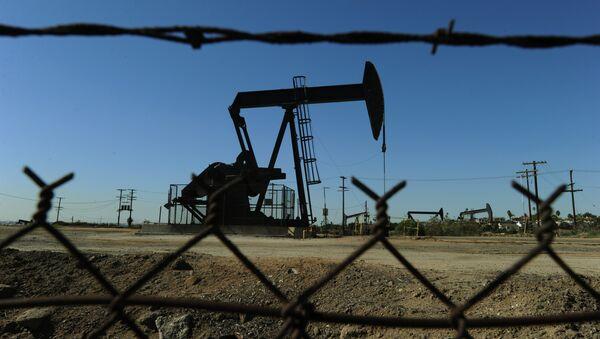 Oil pumps in operation at an oilfield near central Los Angeles - Sputnik Italia