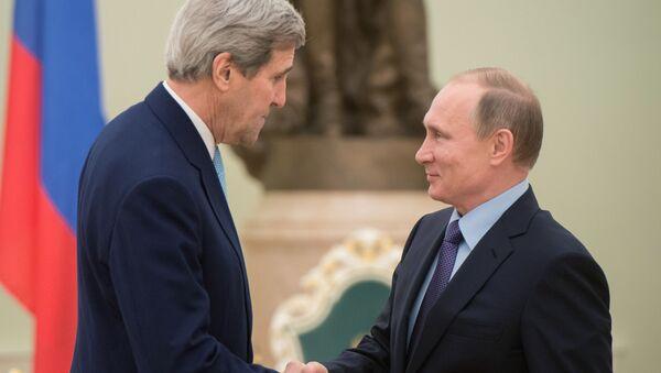 Государственный секретарь США Джон Керри и президент России Владимир Путин во время встречи в Кремле - Sputnik Italia