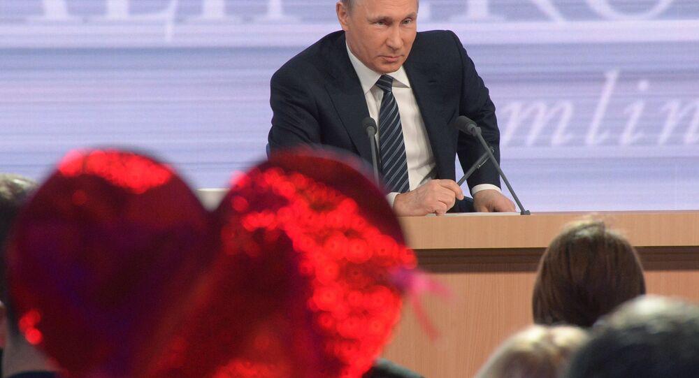 Vladimir Putin risponde alle domande dei giornalisti