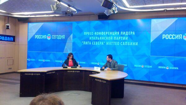 La conferenza stampa di Matteo Salvini, leader del partito Lega Nord - Sputnik Italia