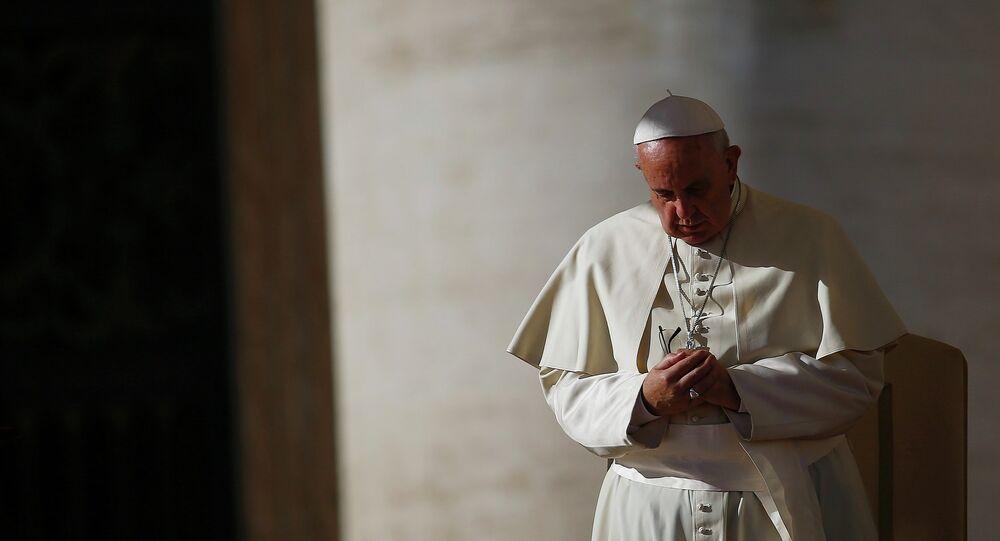 Papa Francesco ha chiesto ai clochard Pregate per me. Ho bisogno della preghiera di persone come voi.