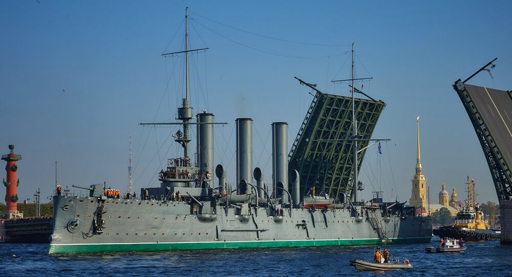 Cruiser Aurora towed for repairs