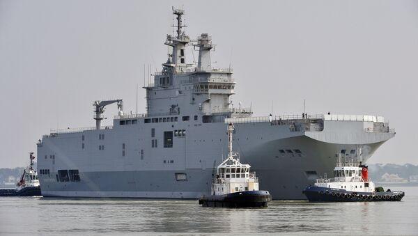 Sevastopol mistral warship on its way for its first sea trials off Saint-Nazaire, northwestern France - Sputnik Italia