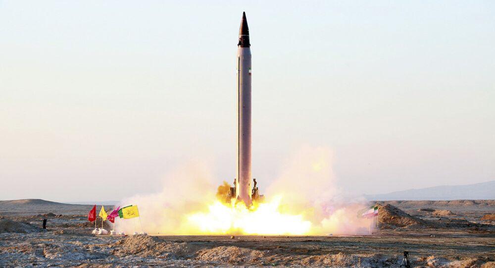 Iran, lancio missile balistico Emad (foto d'archivio)
