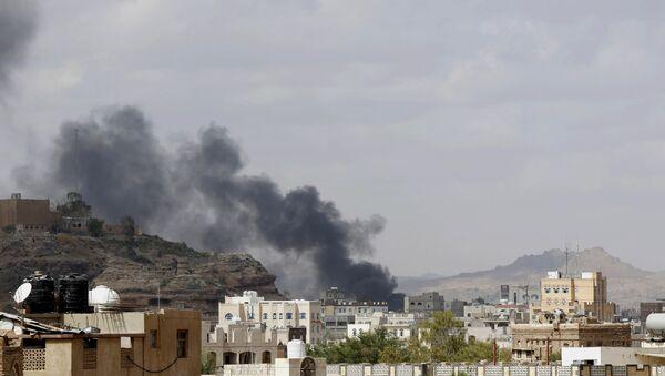 Dopo l'attacco degli aerei sauditi contro l'ambascata dell'Iran a Sana'a, capitale dello Yemen - Sputnik Italia