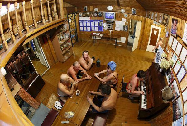 A qualcuno piace freddo. Club del nuoto invernale in Siberia. - Sputnik Italia
