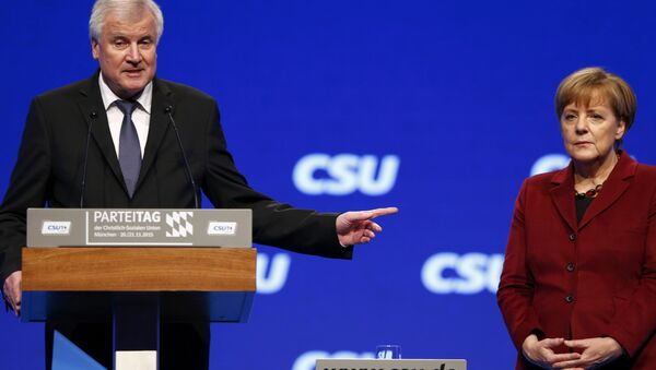 Bavarian Prime Minister and head of the Christian Social Union (CSU) Horst Seehofer welcomes German Chancellor Angela Merkel to the Christian Social Union (CSU) party congress in Munich, Germany in this November 20, 2015 file picture. - Sputnik Italia