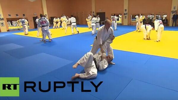 Vladimir Putin partecipa a un allenamento della nazionale russa di judo - Sputnik Italia