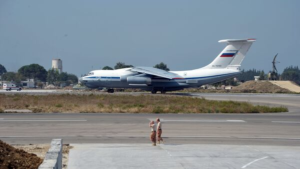 Самолет ВКС РФ на авиабазе Хмеймим в Сирии - Sputnik Italia
