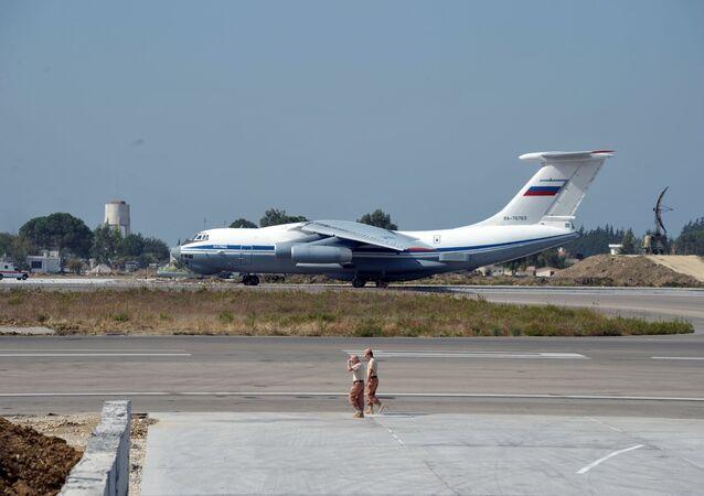 Самолет ВКС РФ на авиабазе Хмеймим в Сирии