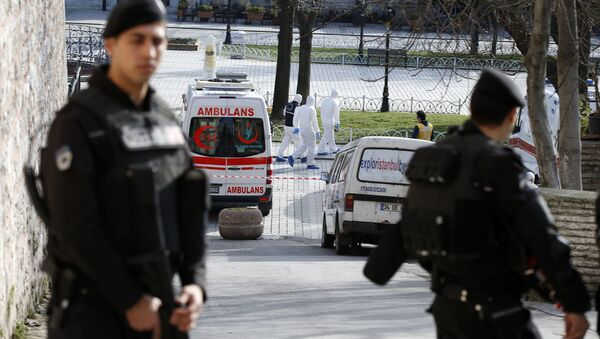 Polizia protegge il luogo dell'attentato suicida nel centro turistico di Istanbul - Sputnik Italia