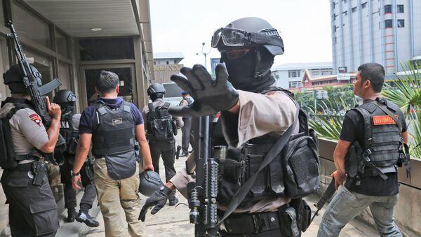 Perquisizione di un edificio a Giacarta da parte della polizia indonesiana - Sputnik Italia
