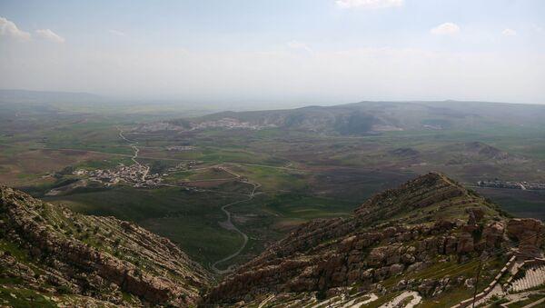 Veduta delle montagne intorno a Mosul - Sputnik Italia