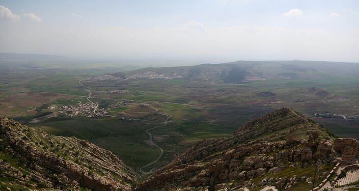 Veduta delle montagne intorno a Mosul