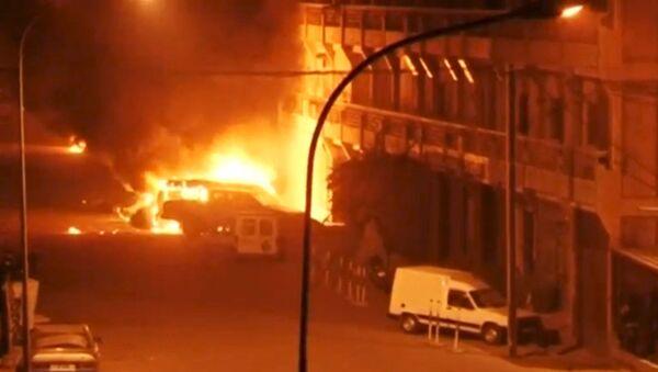 Autobomba nei pressi dell'hotel in Burkina Faso - Sputnik Italia