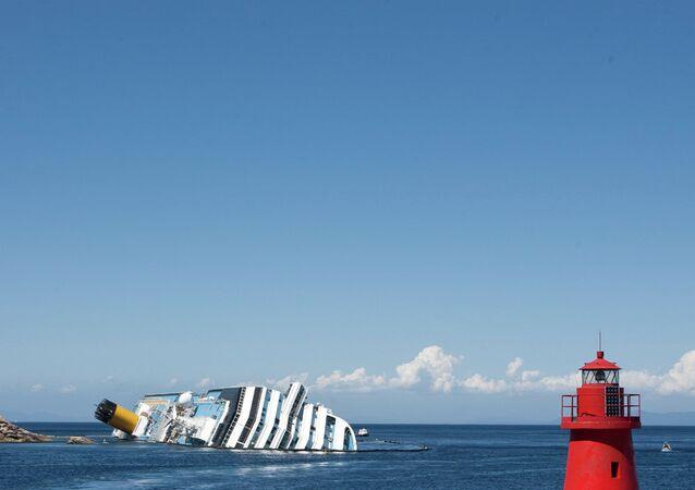 La Costa Concordia al largo del Giglio