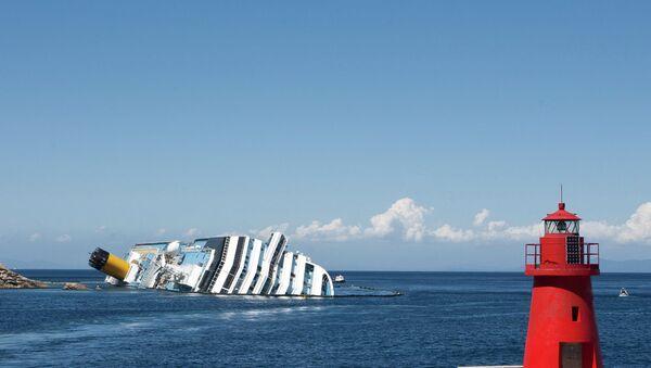 La Costa Concordia al largo del Giglio - Sputnik Italia