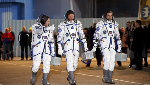 Mikhail Kornienko insieme a Gennady Padalka e Scott Kelly - Sputnik Italia