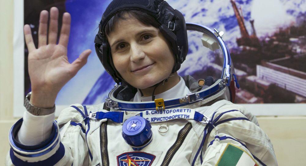Samantha Cristoforetti prima della partenza alla Stazione Spaziale Internazionale