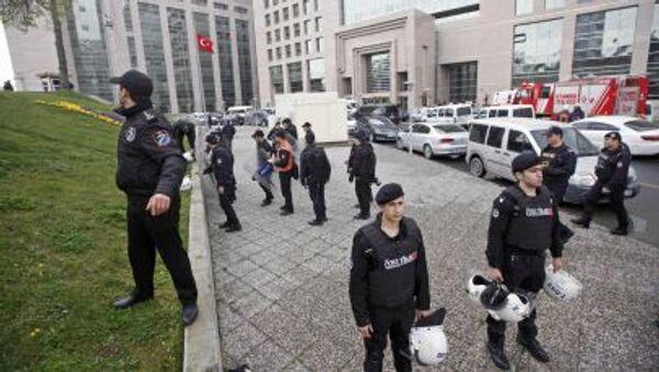 Le forze speciali accanto il Palazzo di Giustizia a Istambul - Sputnik Italia