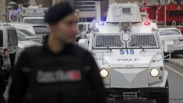 Due uomini armati arrestati dopo il panico in una sede del partito del premier Erdogan, l'Akp a Istanbul - Sputnik Italia