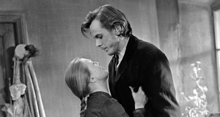 Raskolnikov e Sonia. Un immagine del film Delitto e castigo di 1969.