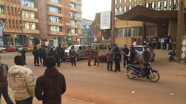 Nei pressi dell'albergo attaccato dai terroristi di Al Qaeda il 16 gennaio. - Sputnik Italia