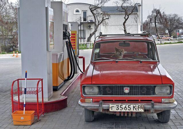 Stazione di rifornimento di carburante a Simferopoli