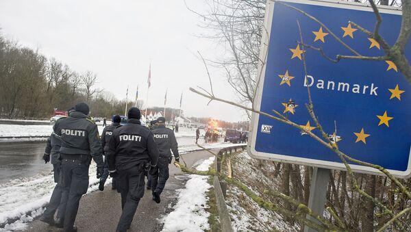Polizia danese al confine con la Germania - Sputnik Italia