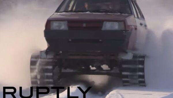 Nel gelo siberiano con la Lada Samara - Sputnik Italia